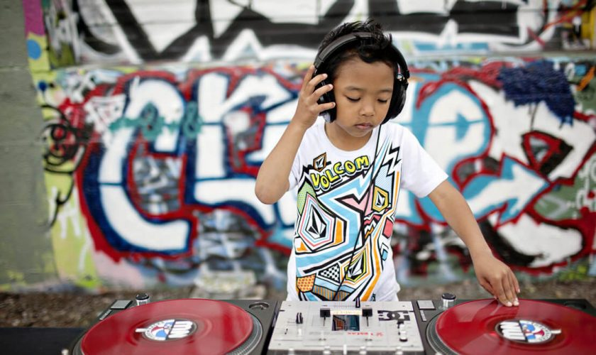 Curso de DJ para crianças